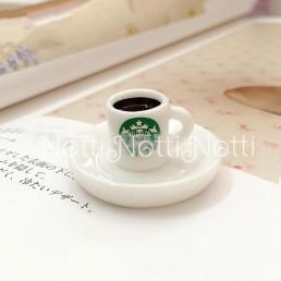 Кофе для кукол в белой чашке