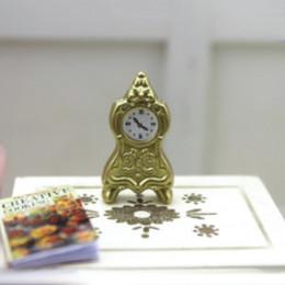 Настольные часы для кукольного дома золотистые G10335