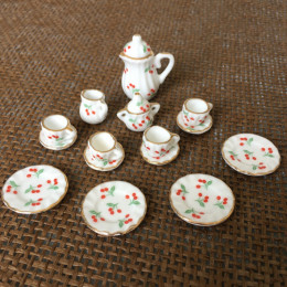 Чайный сервиз для кукол Вишенка