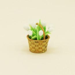 Тюльпаны для кукол в корзинке белые