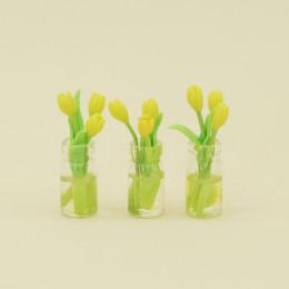 Тюльпаны для кукол в вазе желтые