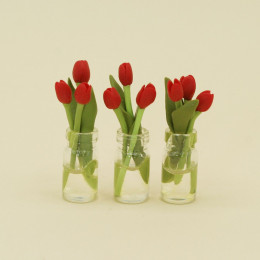 Тюльпаны для кукол в вазе красные