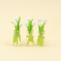 Тюльпаны для кукол в вазе белые