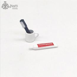 Зубная щетка и паста для кукол