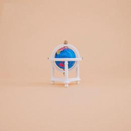 Глобус для кукол Дюве белый