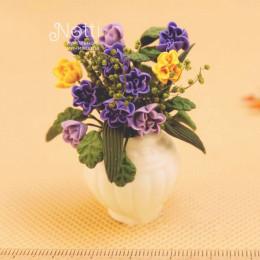 Цветы в вазе для кукольного домика Пуэрария