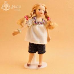 Житель кукольного домика Моника