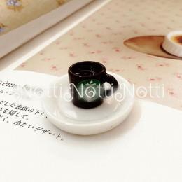 Кофе для кукол в черной чашке