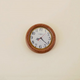 Настенные часы для кукольного дома орех G10338