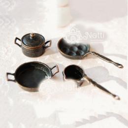 Набор кастрюлек и сковородок для кукол темная бронза