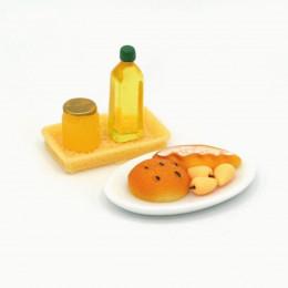 Набор для кукол масло, мед, айва, выпечка на лотке и блюде