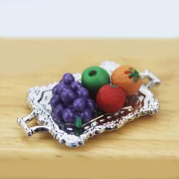 Фрукты на металическом подносе для кукол с виноградом