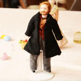 Житель кукольного домика Генри