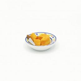 Сыр на тарелке с ножом для кукол