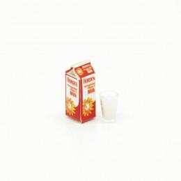 Пакет молока со стаканом для кукол